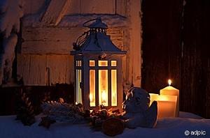 Kerzen im Schnee Weihnachten
